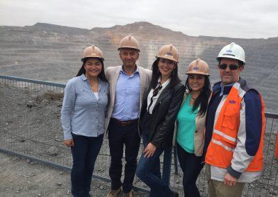 Andrés Palma, Jefe de Abastecimiento de CAP Minería junto al equipo Proyectia.
